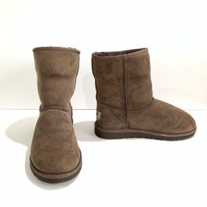 UGG Australia Classic Short Boots in Chocolate